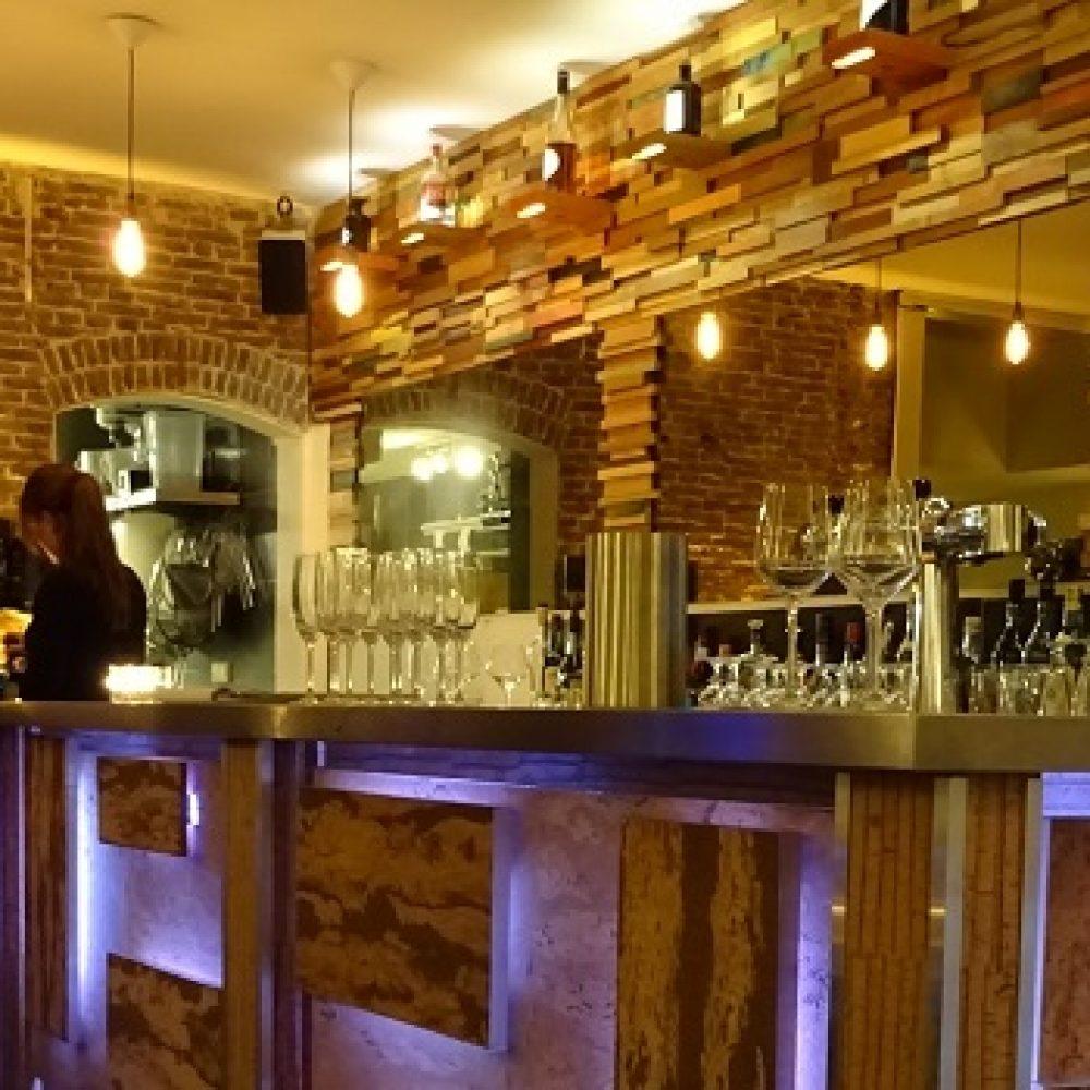 uploads-1453492111442-The+bar+at+Restaurant+Adam+046